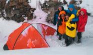 Лагерь туристов в горах Китайского Тянь-Шаня